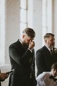 O noivo emocinou-se ao ver a noiva paraplégica a caminhar