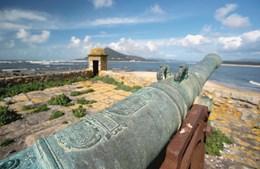Insua: fortaleza marítima está abandonada à sua sorte