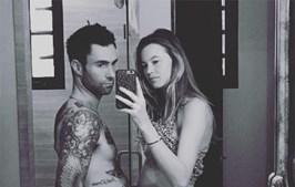 Adam Levine e a mulher