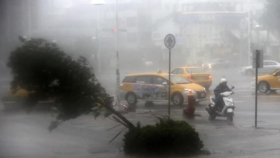 Supertufão Meranti atinge Taiwan