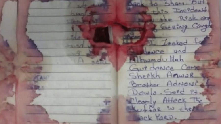 Caderno de Ahmad com frases jihadistas