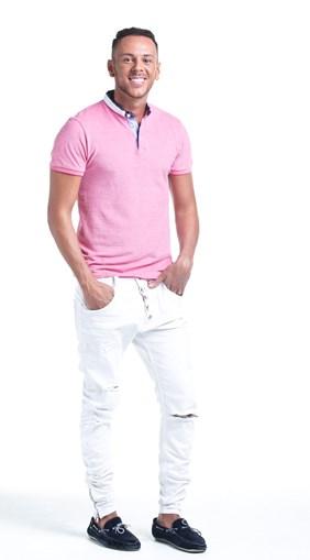 O Cláudio tem 29 anos e é do Porto. Dedica-se profissionalmente ao poker e já foi eleito o melhor jogador do país