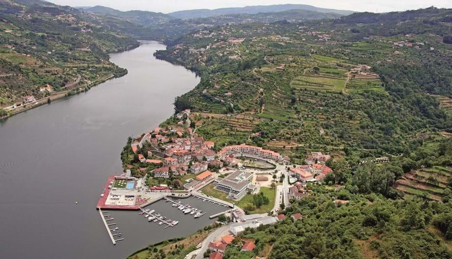 Vista aérea das Caldas de Aregos, com a sua marina no rio douro, que é cada vez mais procurada.
