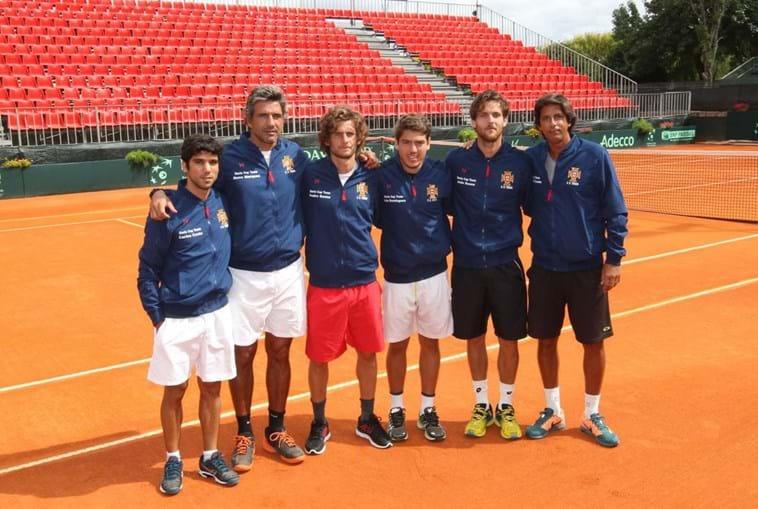 Seleção nacional é composta por Carlos Costa (à esq.), Nuno Marques (treinador), Pedro Sousa, João Domingues, João Sousa e Emanuel Couto (treinador)