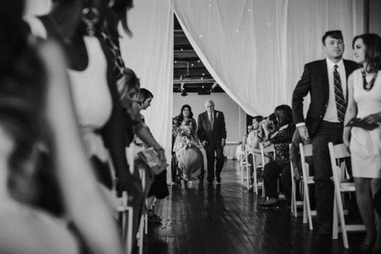 Noiva paraplégica conseguiu caminhar até ao noivo