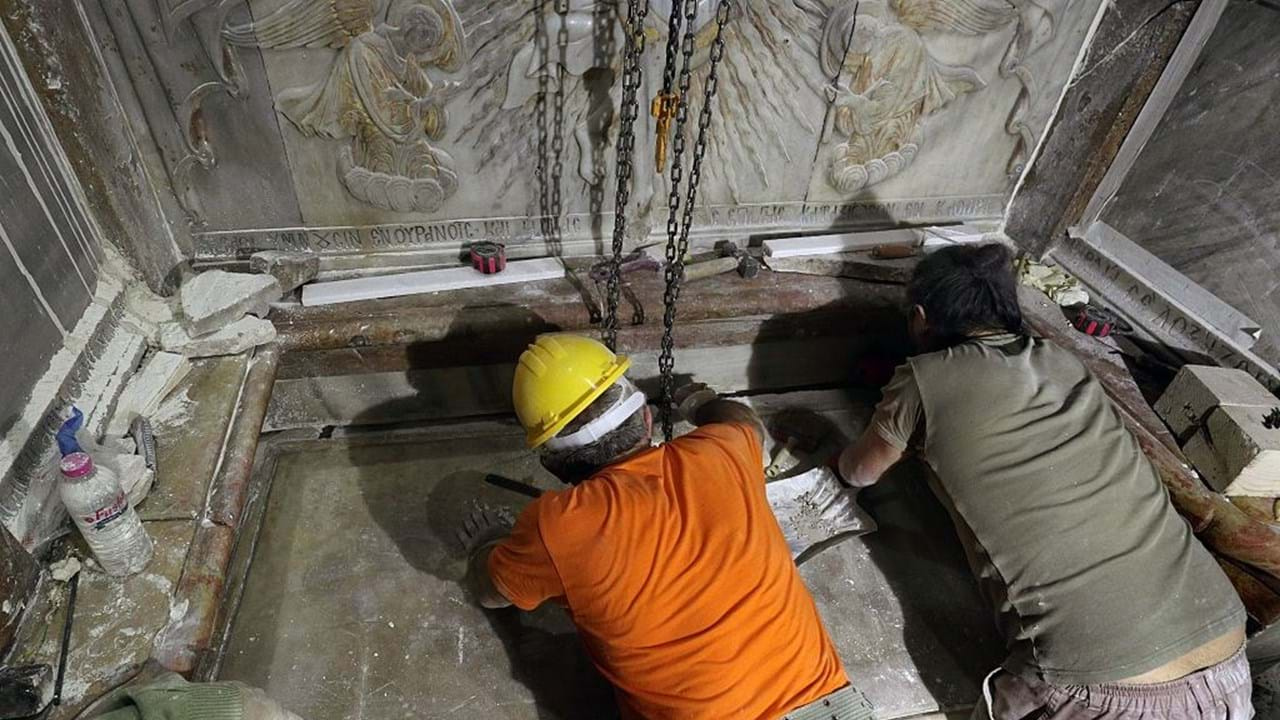 Túmulo de Jesus Cristo aberto pela primeira vez em séculos - Sociedade -  Correio da Manhã