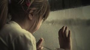 Abusa de meninas na escola