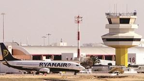 Foragido ao SEF no Aeroporto de Faro apanhado a tomar banho em praia do Algarve