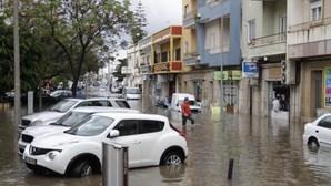Chuva intensa provoca estragos e inundações