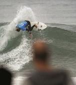 Surfista em ação. Estudo divulgado em março revela que a etapa de 2015 gerou lucros na economia superiores aos 10 milhões de euros