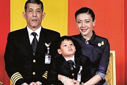 Maha Vajiralongkorn com a família