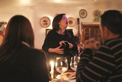 Vinho e comida tradicional portuguesa são servidos com grande requinte no restaurante Senhor Vinho