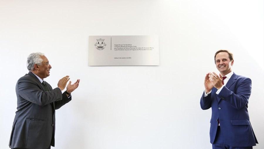 O primeiro-ministro, António Costa (à esq.), e o presidente da Câmara Municipal de Lisboa, Fernando Medina, durante a inauguração das novas instalações da junta de Freguesia de Marvila
