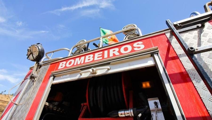 Bombeiros estiveram no local