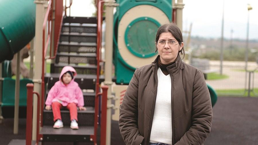 Lauriana Pombo foi informada na 5ª feira que a filha não pode frequentar pré-escolar até ser colocada uma assistente