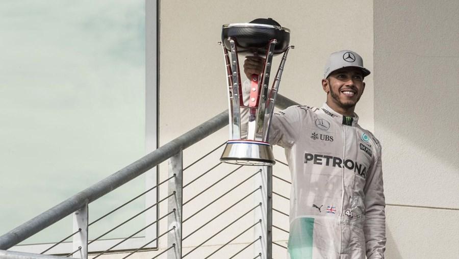 O piloto britânico Lewis Hamilton