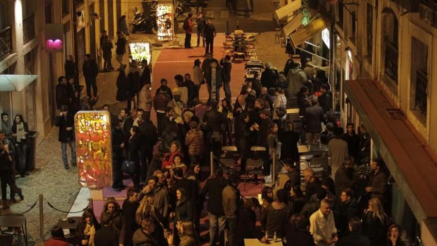 The Pink Street in Cais do Sodré is always in party mood