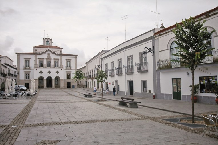 A Praça da República é o coração de Serpa