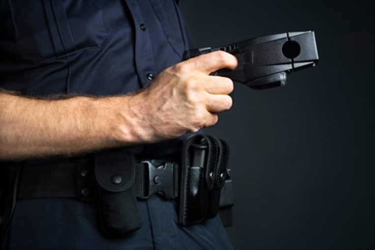 Jovem detido pela polícia antiterrorista