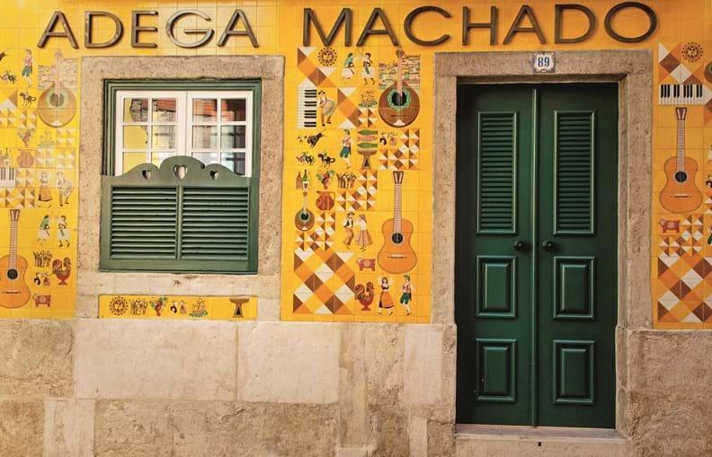 O restaurante Adega Machado fica situado no coração do Bairro Alto