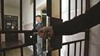 Estado condenado a pagar 14 mil euros a detido por tratamento desumano em cadeia sobrelotada no Porto