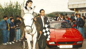 PSD organiza corrida entre burro e Ferrari em Lisboa
