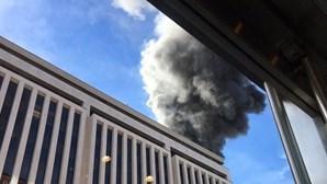 Veja as imagens do incêndio num prédio em Washington