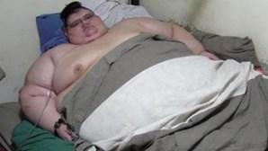 Homem mais gordo do mundo sai da cama ao fim de seis anos