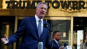"""'Mayor' de Nova Iorque diz a Trump que vai """"proteger"""" imigrantes"""
