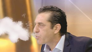 Paulo Futre faz teste com cigarro eletrónico em direto