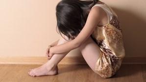 Oferece boleia à irmã menor da ex-namorada para a violar