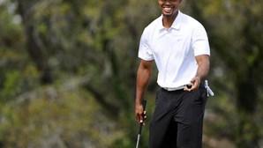 Tiger Woods regressa aos 'greens'