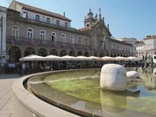 A Arcada, na Praça da República, é um edifício peculiar que abriga a igreja da lapa e dois cafés antigos
