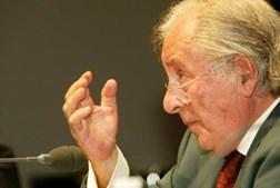 No lançamento do seu livro 'O Meu Único Infinito é a Curiosidade' no Teatro São Luís, em Lisboa, em outubro de 2008