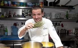 O chef no restaurante Ocean no hotel Vila Vita, no Algarve