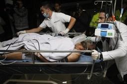 Alan Ruschel, um dos jogadores do Chapecoense chega ao hospital San Juan de Dios