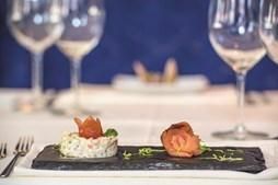 Pratos confecionados no hotel são feitos pela mão do chef Hugo Dias e pelos alunos de hotelaria e turismo