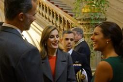 Os reis com a fadista Cuca Roseta, que cantou na cerimónia