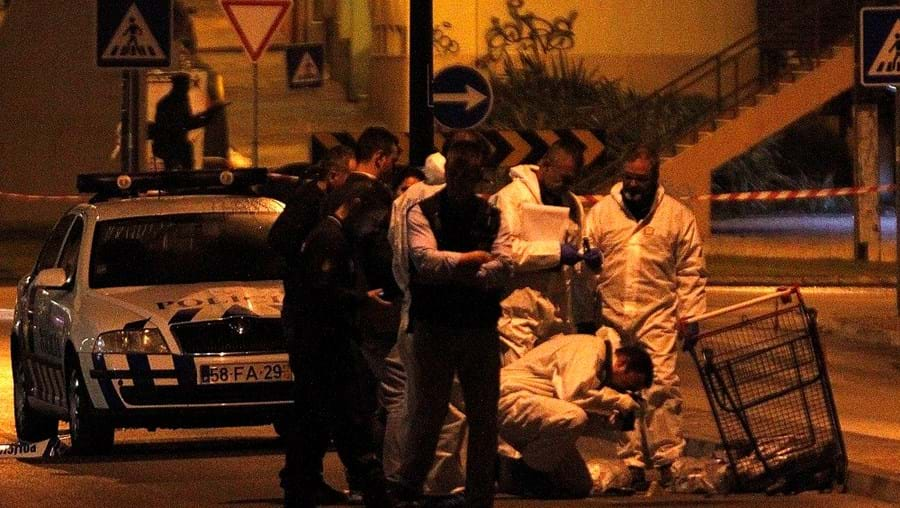 Assaltantes abandonaram o carrinho de compras onde estavam mais de 17 mil euros em moedas