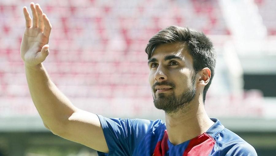 André Gomes alinha pelo Barcelona