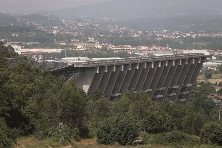 Estádio Municipal de Braga, inaugurado em 2003, é uma obra do arquiteto Eduardo Souto Moura