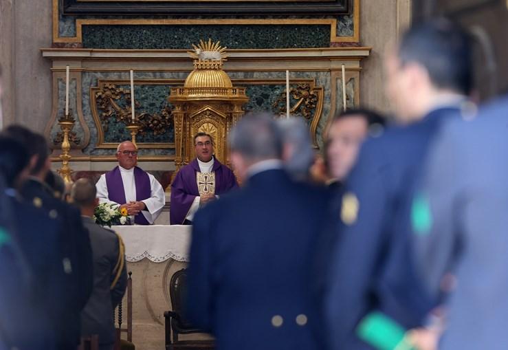 Cerimónia privada foi presidida pelo bispo  D. Manuel Linda