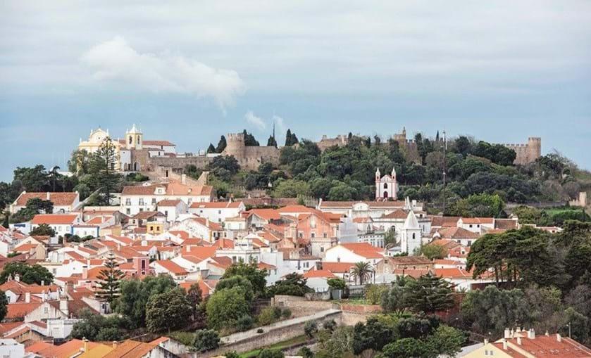 O palácio dos  condes de Avillez  é um dos imóveis mais  importantes da  cidade