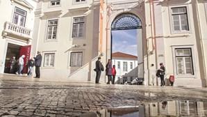 """Santa Casa da Misericórdia de Lisboa garante que """"não entra em aventuras"""""""