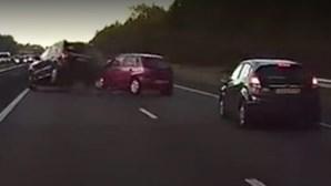 """Carro sem condutor """"adivinha"""" acidente"""