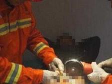 Bombeiros foram chamados depois dos médicos não conseguirem retirar anel metálico com alicates