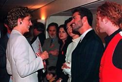 Antes de se assumir como homossexual, cantor afirmava que tinha dormido com muitas mulheres, e até disse que tinha tido um 'flirt' com a princesa Diana