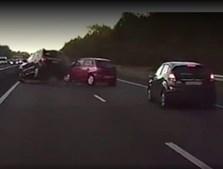 Veículo da Tesla 'vê' acidente antes de este ter acontecido.
