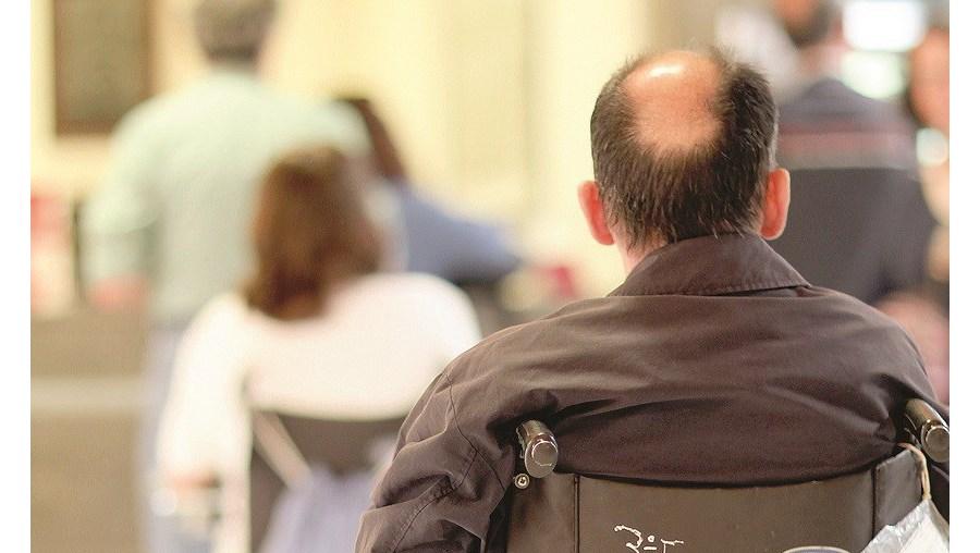 Estudo revela também discriminação de deficientes no acesso ao emprego