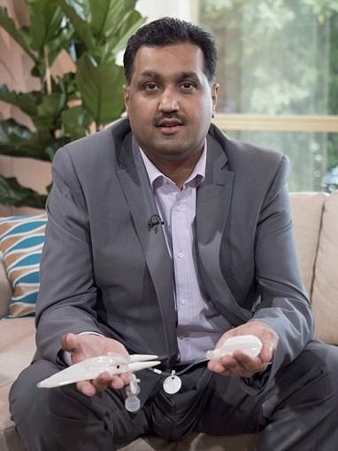 Mohammed Abad mostra o mecanismo do pénis biónico